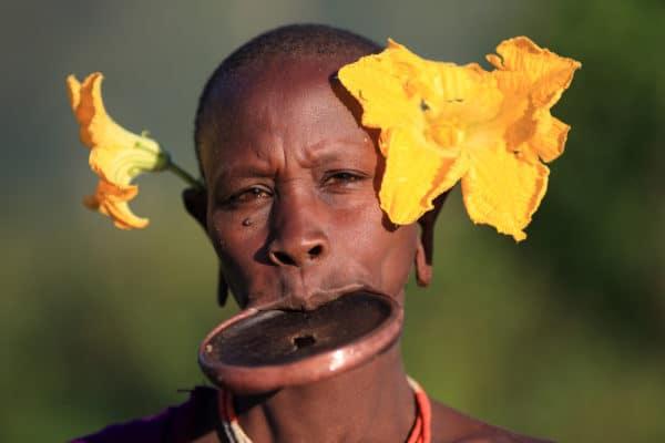 スリ族は唇で有名なエチオピアの...