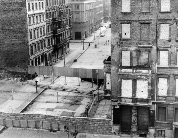 ベルリンの壁崩壊までの歴史理由や影響を詳しくー東西冷戦時代の象徴