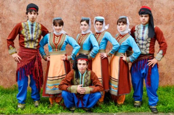 アルメニアの民族衣装「タラズ」の特徴や歴史を紹介 | 世界雑学ノート